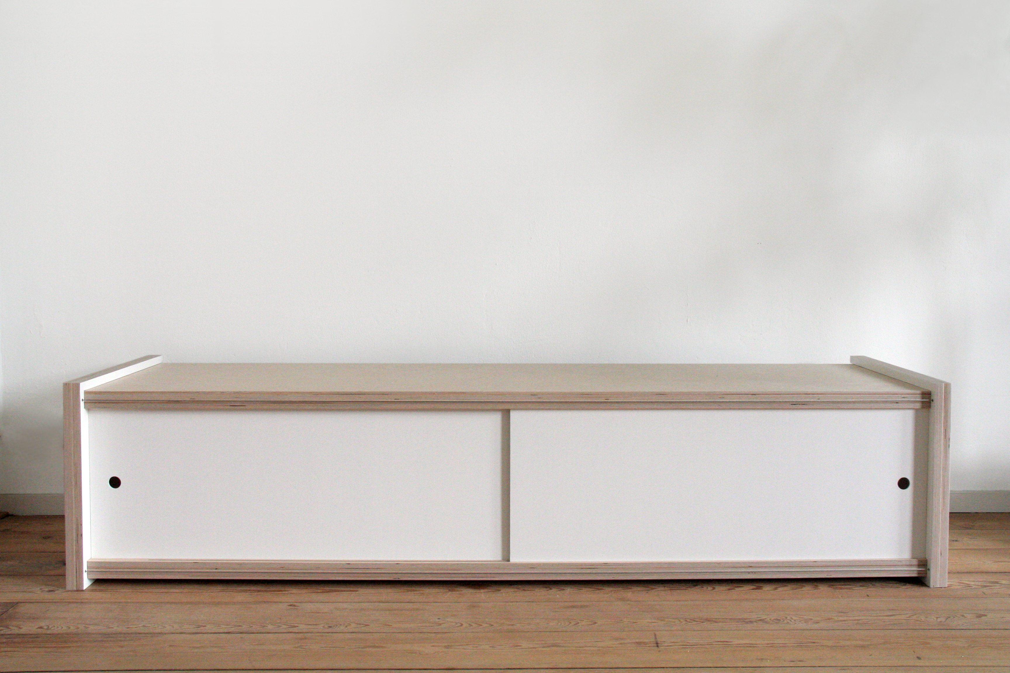 White Wooden TV Cabinet - merk: sandra nielen